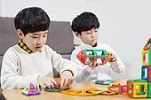 어린이 (나이), 장난감, 교육 (주제), 재미, 소년, 장난감모빌 (장난감)