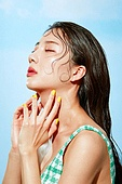 의료성형뷰티, 한국인, 얼굴 (사람머리), 클로즈업, 뷰티, 아름다움, 미녀, 사람피부, 여름, 시원함 (컨셉), 젖음 (상태), 포즈 (몸의 자세)