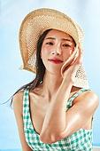 의료성형뷰티, 한국인, 얼굴 (사람머리), 클로즈업, 뷰티, 아름다움, 미녀, 사람피부, 여름, 시원함 (컨셉), 젖음 (상태), 포즈 (몸의 자세), 바다, 미소, 비치웨어