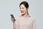 여성, 스마트폰, 보안 (컨셉), 미소, 비즈니스우먼