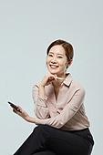 여성, 앉기 (몸의 자세), 비즈니스우먼, 스마트폰, 온라인쇼핑