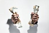비즈니스, 사람손 (주요신체부분), 홀딩 (만지기), 구겨짐 (재질), 빚 (금융), 지폐