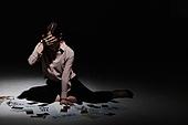 여성, 비즈니스우먼, 절망, 부도, 빚 (금융), 우울 (슬픔), 손으로눈가리기 (가리기)