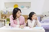 어린이 (나이), 초등학생, 교사 (교육직), 방문학습, 홈스쿨링, 공부 (움직이는활동), 불만 (컨셉), 피로, 지루함 (컨셉)