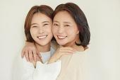 엄마, 딸, 커플룩 (옷), 미소, 밝은표정, 포옹