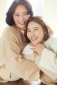 엄마, 딸, 커플룩 (옷), 미소, 밝은표정, 행복