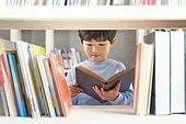 어린이 (나이), 독서, 소년, 미소