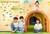 키즈카페, 어린이 (나이), 유아교육 (교육), 유아교육, 유치원, 유치원 (학교건물), 친구, 친구 (컨셉)