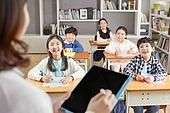 교실, 학교생활, 어린이 (나이), 초등교육, 수업중, 공부, 디지털교과서, 미소
