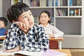 교실, 학교생활, 어린이 (나이), 초등교육, 소년, 수업중, 지루함 (컨셉)