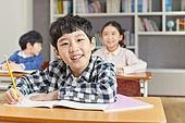교실, 학교생활, 어린이 (나이), 초등교육, 소년, 수업중, 미소, 공부