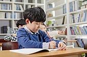 교실, 학교생활, 어린이 (나이), 초등교육, 소년, 공부, 집중 (컨셉)