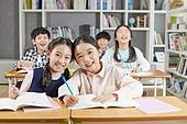 교실, 학교생활, 어린이 (나이), 초등교육, 친구, 미소, 단짝친구 (친구), 공부