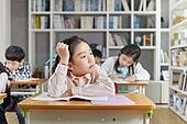 교실, 학교생활, 어린이 (나이), 초등교육, 소녀, 수업중, 딴청, 지루함 (컨셉)