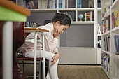 교실, 학교생활, 어린이 (나이), 초등교육, 소녀, 수업중, 딴청, 문제, 걱정 (어두운표정), 절망 (슬픔)