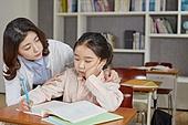 교실, 학교생활, 어린이 (나이), 초등교육, 걱정 (어두운표정), 절망 (슬픔), 위로 (돌보기)