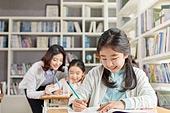 교실, 학교생활, 어린이 (나이), 초등교육, 소녀, 교사 (교육직), 공부, 수업중, 미소
