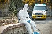 코로나바이러스 (바이러스), 코로나19 (코로나바이러스), 방호복, 방역, 방호복 (방호용품), 병동근무원 (의료직), 팬데믹 (질병), 위기극복 (컨셉), 방호용품, 피로 (물체묘사)