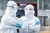 코로나바이러스 (바이러스), 코로나19 (코로나바이러스), 방호복 (방호용품), 병원 (의료시설), 병동근무원 (의료직), 의사, 간호사, 의사 (의료직), 한국인, 희망 (컨셉), 노력