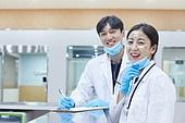 코로나바이러스 (바이러스), 코로나19 (코로나바이러스), 방호복 (방호용품), 병원 (의료시설), 병동근무원 (의료직), 의사, 간호사, 의사 (의료직), 한국인, 희망 (컨셉)