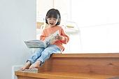 어린이 (나이), 소녀, 책, 독서, 읽기 (응시)