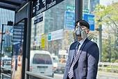 코로나바이러스 (바이러스), 코로나19 (코로나바이러스), 사회적거리두기 (사회이슈), 위기극복 (컨셉), 대기오염 (공해), 초미세먼지, 대기오염, 공해, 공해마스크 (마스크), 피로 (물체묘사), 고통 (컨셉), 버스정류장 (인공구조물)