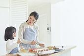 어린이 (나이), 엄마, 딸, 가족, 가정주방 (주방), 요리하기, 미소, 행복, 대화
