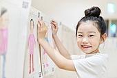 어린이 (나이), 유아교육, 유치원생, 유치원, 페인팅작품 (미술품), 미술수업