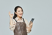여성, 소매업자, 시장상인, 상인 (소매업자), 미소, 스마트폰, OK (손짓)