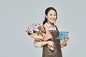 여성, 소매업자, 시장상인, 상인 (소매업자), 꽃다발, 꽃가게 (가게), 은행통장 (은행서류), 미소