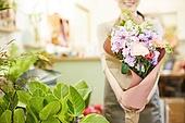 여성, 꽃가게 (가게), 판매업 (직업), 플로리스트, 꽃다발, 미소