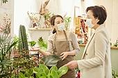 여성, 꽃가게 (가게), 판매업 (직업), 플로리스트, 마스크 (방호용품), 바이러스, 미소, 설명