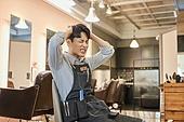 남성, 미용실 (상점), 헤어디자이너, 서비스, 스트레스, 걱정 (어두운표정)