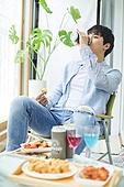 사회적거리두기 (사회이슈), 집콕 (컨셉), 휴식 (정지활동), 사회적거리두기, 인플루언서, 핵인싸 (신조어), 맥주