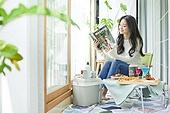 한국인, 사회적거리두기 (사회이슈), 집콕 (컨셉), 재택명령, 휴식 (정지활동), 사회적거리두기, 인플루언서, 휴가, 인플루언서 (컨셉), 핵인싸 (신조어), 독서