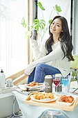 한국인, 사회적거리두기 (사회이슈), 집콕 (컨셉), 재택명령, 휴식 (정지활동), 사회적거리두기, 인플루언서, 휴가, 인플루언서 (컨셉), 핵인싸 (신조어), 맥주