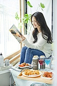 한국인, 사회적거리두기 (사회이슈), 집콕 (컨셉), 재택명령, 휴식 (정지활동), 사회적거리두기, 인플루언서, 휴가, 인플루언서 (컨셉), 핵인싸 (신조어), 독서 (읽기), 잡지