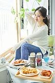한국인, 사회적거리두기 (사회이슈), 집콕 (컨셉), 재택명령, 휴식 (정지활동), 사회적거리두기, 인플루언서, 휴가, 인플루언서 (컨셉)