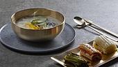 오브젝트 (묘사), 음식, 놋그릇 (한국전통), 한식, 플레이팅, 떡국 (명절음식), 김치, 명절 (한국문화)
