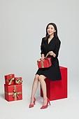 여성, 쇼핑 (상업활동), 선물 (인조물건), 선물상자 (상자), 미소, 리본 (봉제도구), 풀기