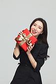 여성, 쇼핑 (상업활동), 선물 (인조물건), 선물상자 (상자), 미소, 즐거움 (컨셉)