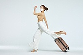 여성, 여행, 여행자 (역할), 여행가방 (짐), 바이러스감염, 감기 (질병), 점프