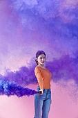 여성, 쇼핑 (상업활동), 연기 (움직이는활동), 보라 (색), 미소