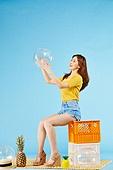 여성, 여름, 상업이벤트 (사건)