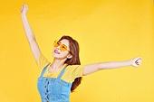 여성, 여름, 상업이벤트 (사건), 엷은색선글라스 (선글라스), 레트로스타일 (컨셉), 미소