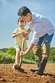 농장, 소녀 (여성), 유치원생, 유아교육, 채소밭 (경작지), 여름방학, 라이프스타일, 공동체밭, 견학 (사건), 심기 (움직이는활동)