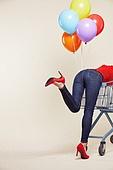 여성, 쇼핑 (상업활동), 상업이벤트 (사건), 쇼핑카트, 풍선, 다발, 뒷모습, 하이힐, 청바지