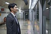 비즈니스, 비즈니스맨, 일 (물리적활동), 지하철, 출퇴근, 출퇴근 (여행하기), 통근전철 (여객열차), 지하철 (여객열차), 전철역