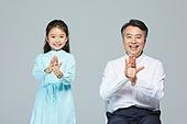 소녀 (여성), 초등학생, 할아버지 (조부모), 손녀 (손주), 수화 (커뮤니케이션컨셉), 대화, 커뮤니케이션 (주제), 도움