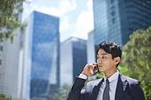 비즈니스, 비즈니스 (주제), 비즈니스맨 (사업가), 통화중 (움직이는활동), 스마트폰, 휴대폰 (전화기), 커뮤니케이션, 피로 (물체묘사), 스트레스, 스트레스 (컨셉), 우울 (슬픔), 분노, 비대면